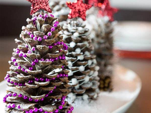 Amazing Pine Cone Decorations Can Make Christmas