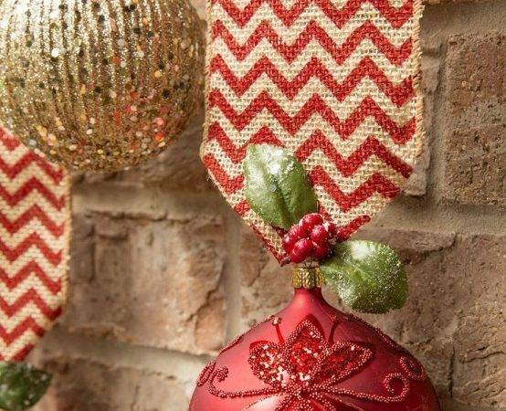 Amazing Red Gold Christmas Cor Ideas Digsdigs