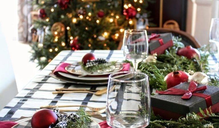 Beautiful Christmas Table Settings Centerpieces