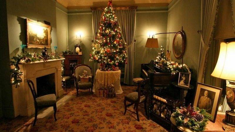 Bloombety Old Fashioned Christmas Inteior Decorating