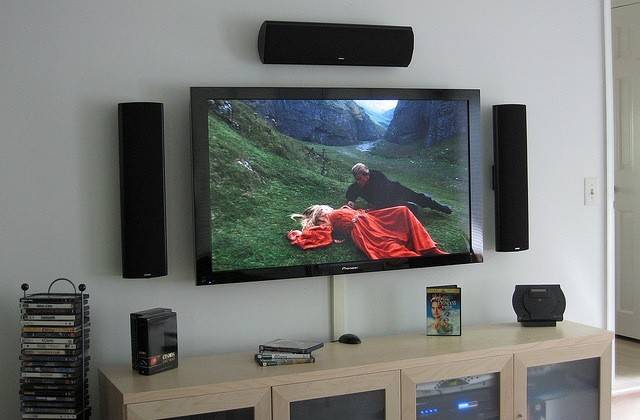 Build Your First Home Theatre System Lifehacker