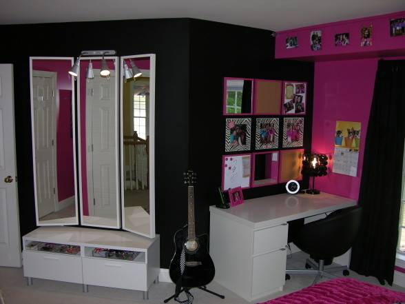 Chic Pink Black Bedroom Wall