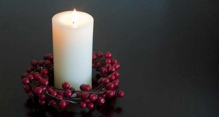 Christmas Candle Berry Wreath