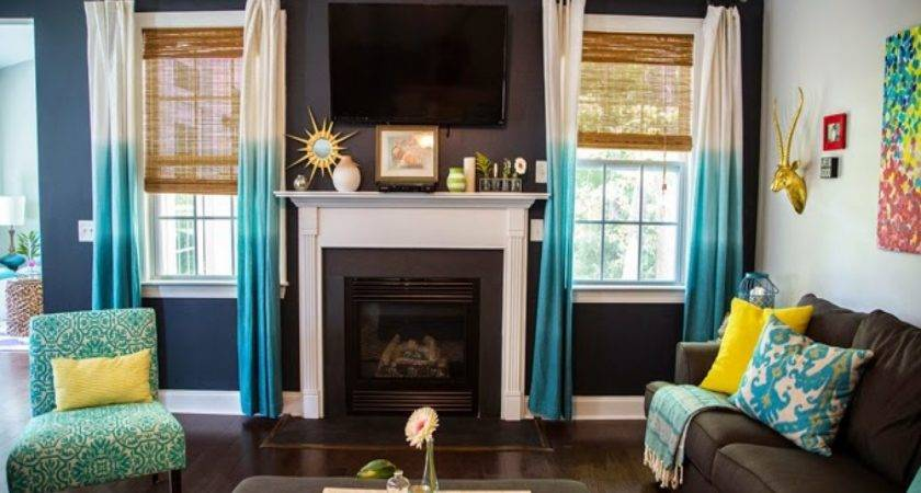 Coral Accents Living Room Turquoise Brown