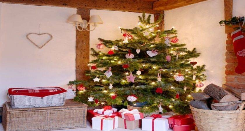 Country Christmas Style Cottage Tree