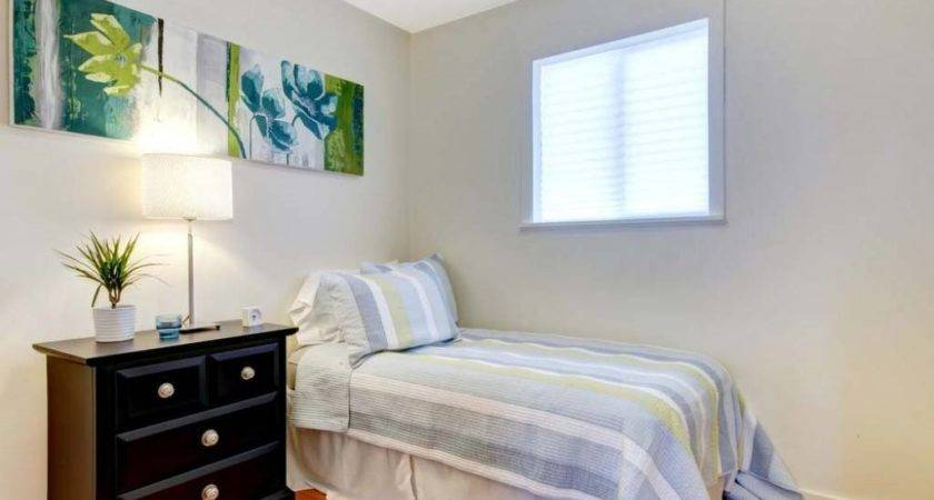 Decorating Small Bedroom Seven Simple Tips