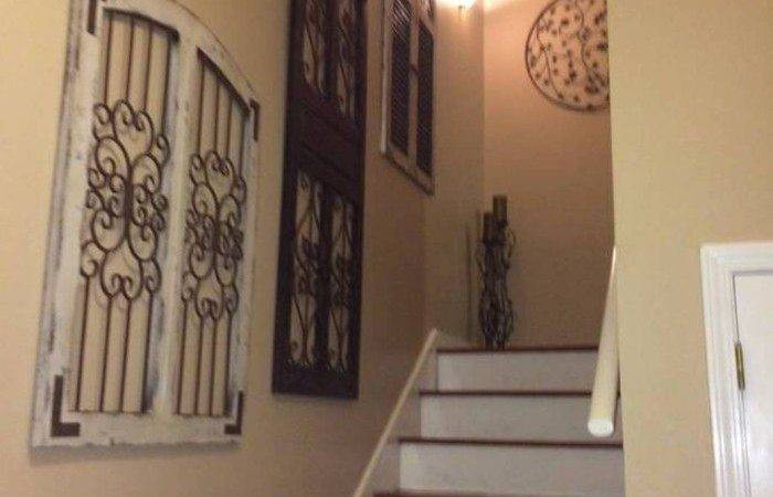 Decorating Staircase Walls Home Design Decor