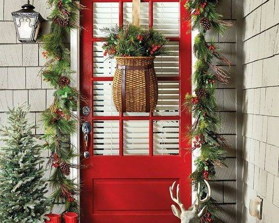 Extravagant Christmas Decorations Your Front Door