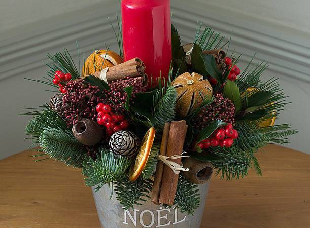 Festive Scent Noel Flower Bucket Candle