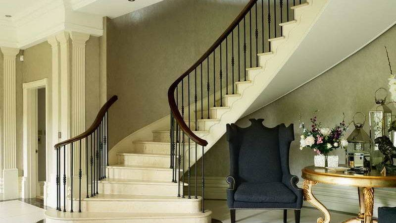 Indoor Southern Staircase Classic Desk