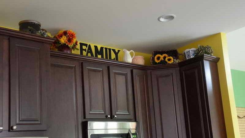 Kitchen Decorate Above Cabinets