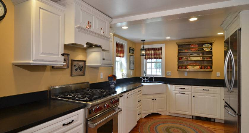 Mixing Old New Currier Kitchens