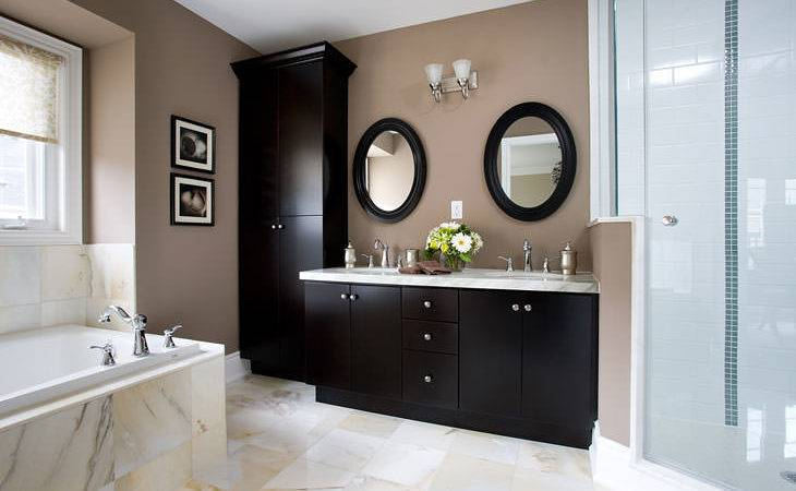 Modern Bathroom Cor Features