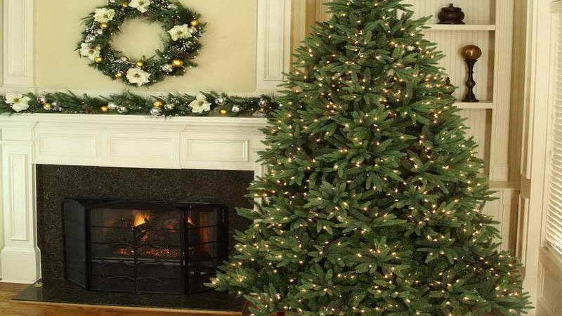 Old Fashioned Christmas Decorating Ideas Green Wreath