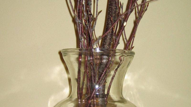 Refacing Old Fashioned Interior River Rock Vase