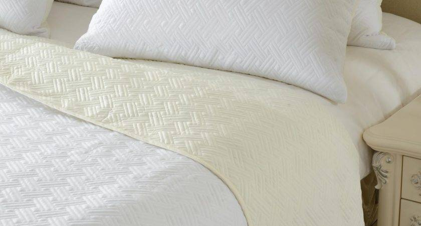 Reversible Ivory White Diamond Quilted Coverlet Set Style
