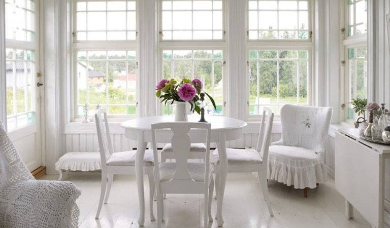 Romantic White Dining Room Beatuiful Flower Decor