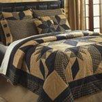 Rustic Country Black Star Queen Quilt Set