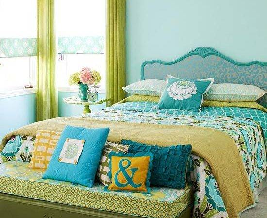 Simple Chic Small Bedroom Decorating Using Black Iron Bed