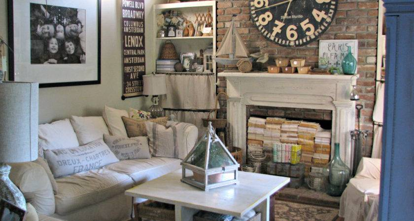 Small Cottage Living Room Facemasre