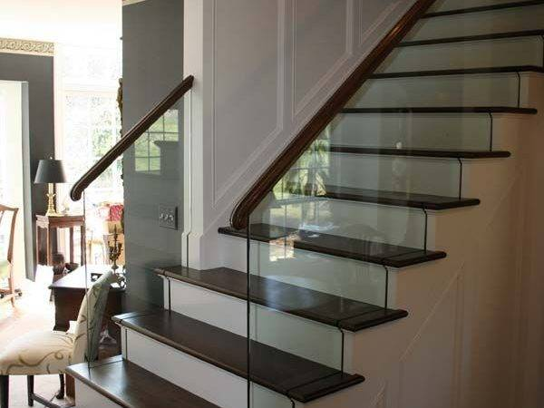 Stair Railing Design Using Glass Complement