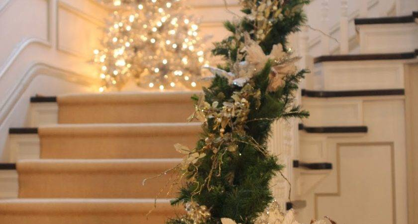 Stunning Christmas Staircase Decorating Ideas Style