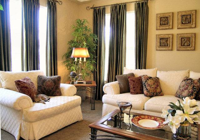 Warm Traditional Home Living Room Los